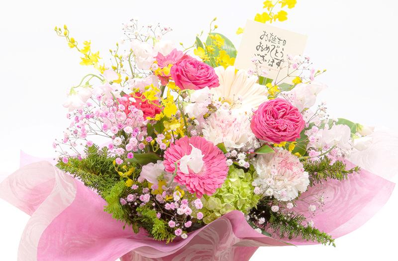 大振りの花々の豪華なアレンジメント