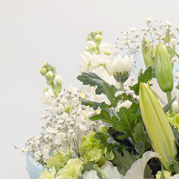 お供え用の花束のズームアップ