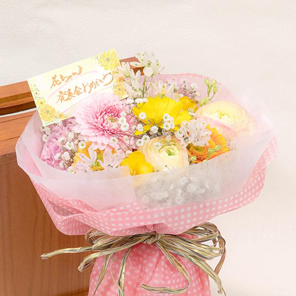 優しい色合いの可愛らしい花束